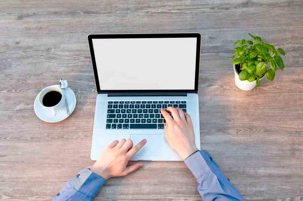 10 tipos de publicidad online que necesitas conocer: SEO (Search Engine Optimization) consiste en generar contenido para posicionar mejor tu página web en los motores de búsqueda.
