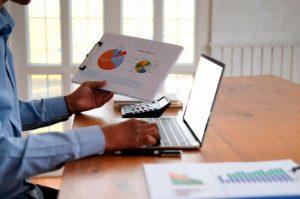 La comprar programática tiene numerosos beneficios en las estrategias digitales.