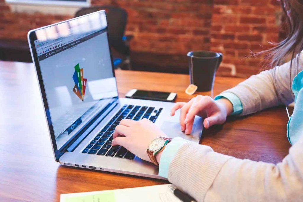 Al diseñar la estrategia digital de una empresa, hay que diseñar las acciones, que son pequeñas estrategias dentro de la propia estrategia